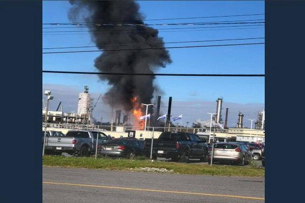 یک پالایشگاه نفت در کانادا پس از انفجاری مهیب طعمه حریق شد