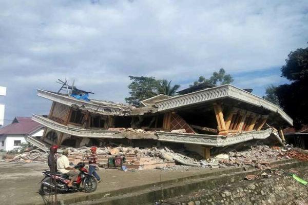 شمار جان باختگان زلزله اندونزی به 97 نفر افزایش یافت