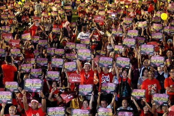 اعتراضات صدها هزار تن از مردم مالزی علیه نخست وزیر این کشور