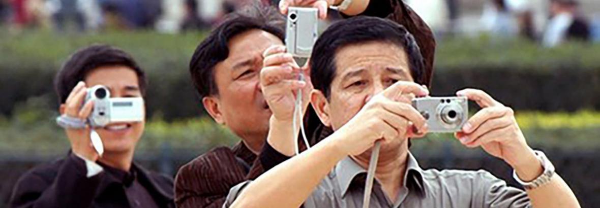 کارکنان معدن انگوران به داد گردشگران چینی رسیدند ، تریلی قیچی کرد، چینی ها در راه ماندند