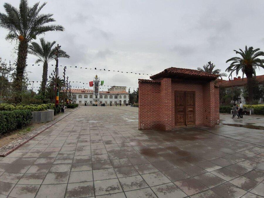 ساخت سردری عجیب در میدان شهرداری رشت ، شهرداری رشت به منظر تاریخی ترین نقطه رشت هم رحم نکرد