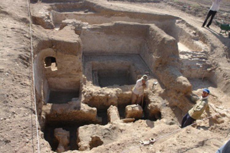 کشف ظرف سنگی باستانی در شهرستان اراک