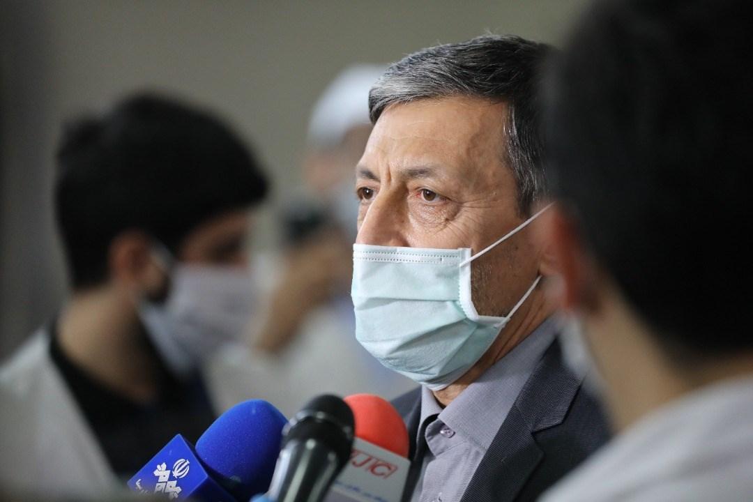 آماده سازی بسته افطاری برای توزیع در حاشیه تهران