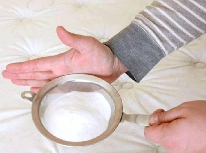 تمیز کردن کامل تشک تخت با نوعی پودر