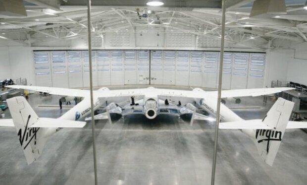 هواپیمای فضایی ویرجین گالاکتیک پرواز می کند