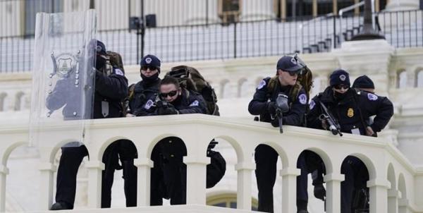 یک زن در ساختمان کنگره هدف گلوله نهاده شد