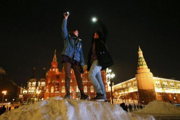 روشن شدن شهرهای روسیه با اعتراضات چراغ قوه ای در حمایت از ناوالنی