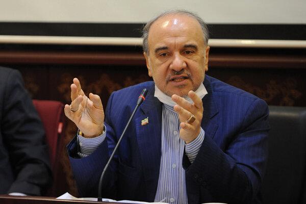 واکنش وزیر ورزش به استعفای هیات مدیره استقلال و پاداش به تیم ملی